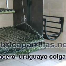 Bracero uruguayo colgante o de pie